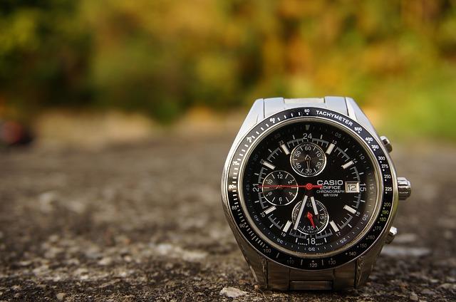 hodinky na zemi