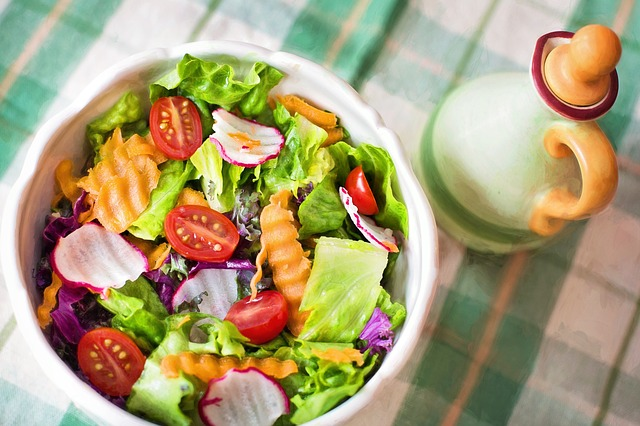 salát s rajčátky